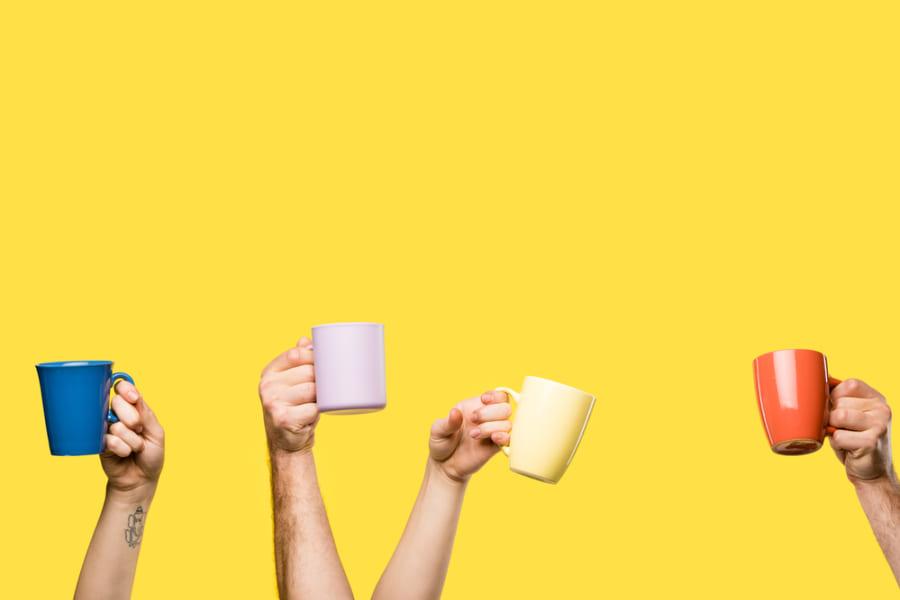 コップの「色」で飲み物の味を調節できると明らかに