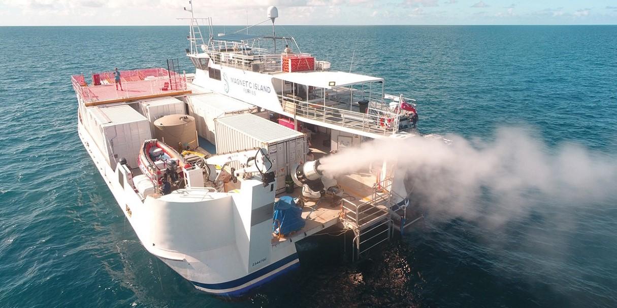 ボート上のミストマシンで雲を増大させる