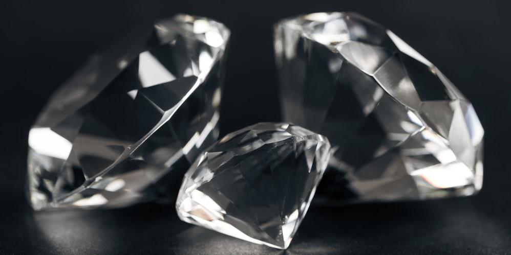 ダイヤモンドより硬いアモルファス材料が開発される
