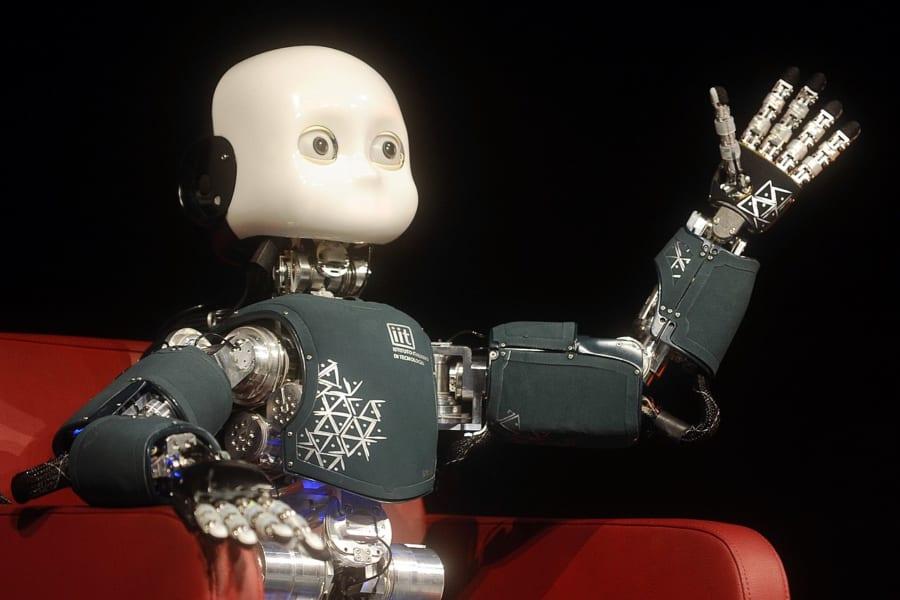 IITの開発した幼児型ロボット「iCub(アイカブ)」