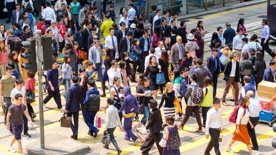 物理学賞:人混みでも歩行者が衝突せずに歩ける理由