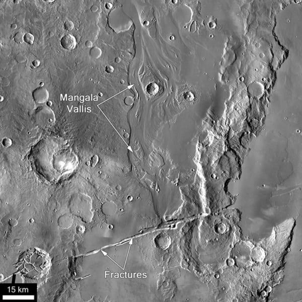 星マンガラ渓谷に残るかつての洪水の痕跡