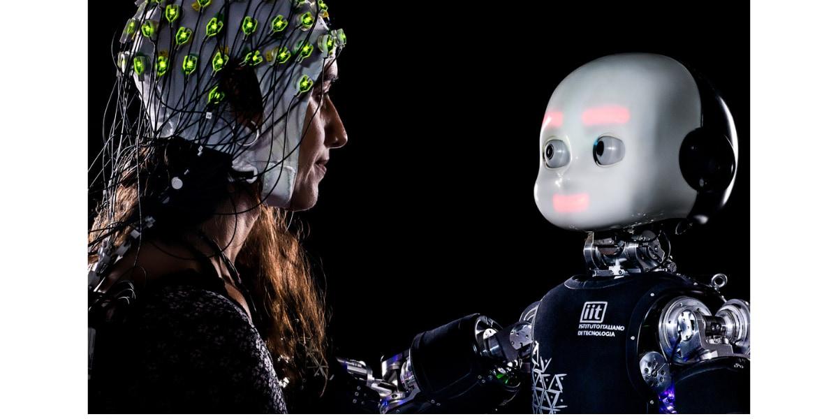 人間はロボットに見つめられているだけで集中を乱される。そこに命があるかどうかは関係なかった。