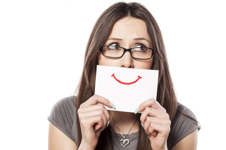 不安やうつを無理に避ける人は幸福でなくなると判明