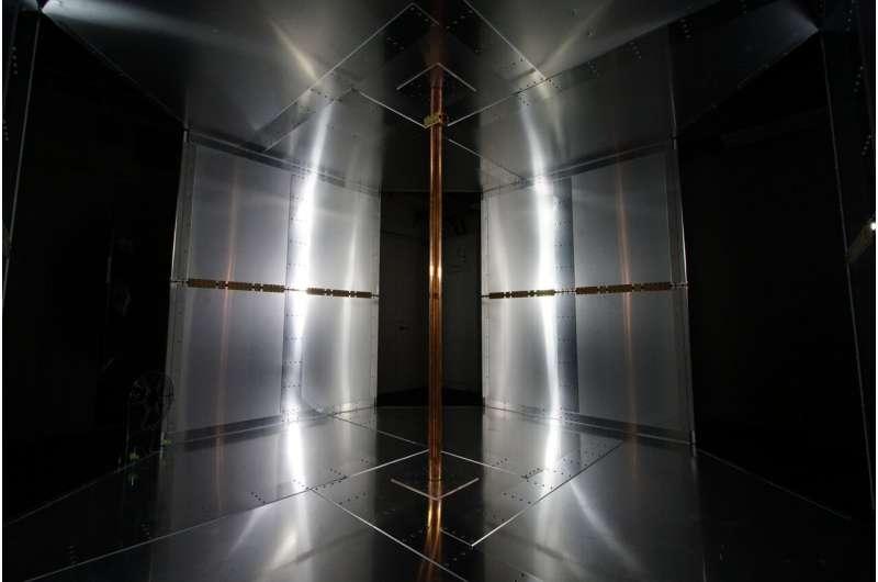 東京大学にあるワイヤレス給電試験室