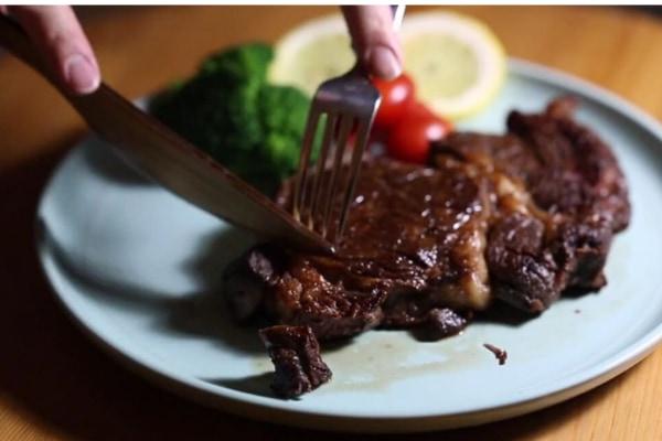 「ステンレス製の3倍切れる木製ナイフ」が開発される ステーキカットも余裕