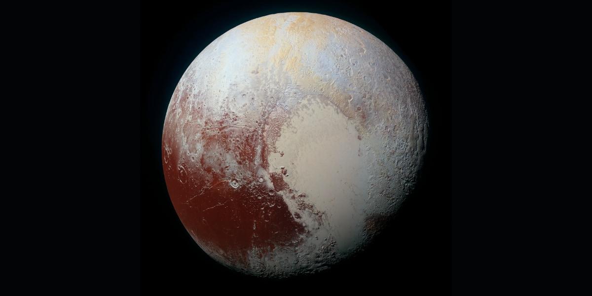 新たな研究は冥王星の大気密度が低下していることを確認した。これは太陽から離れた軌道では、窒素が表面で再凍結するために起こっている。