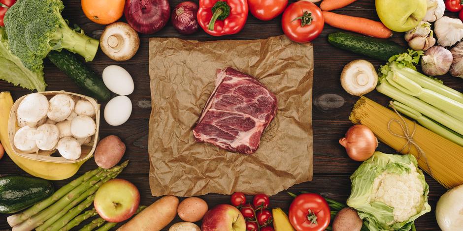 8000点以上の食品の栄養価を100点満点で評価