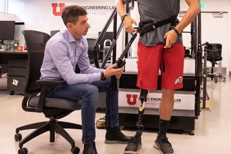 義足装着者の自然な歩行をサポートする外骨格が開発される