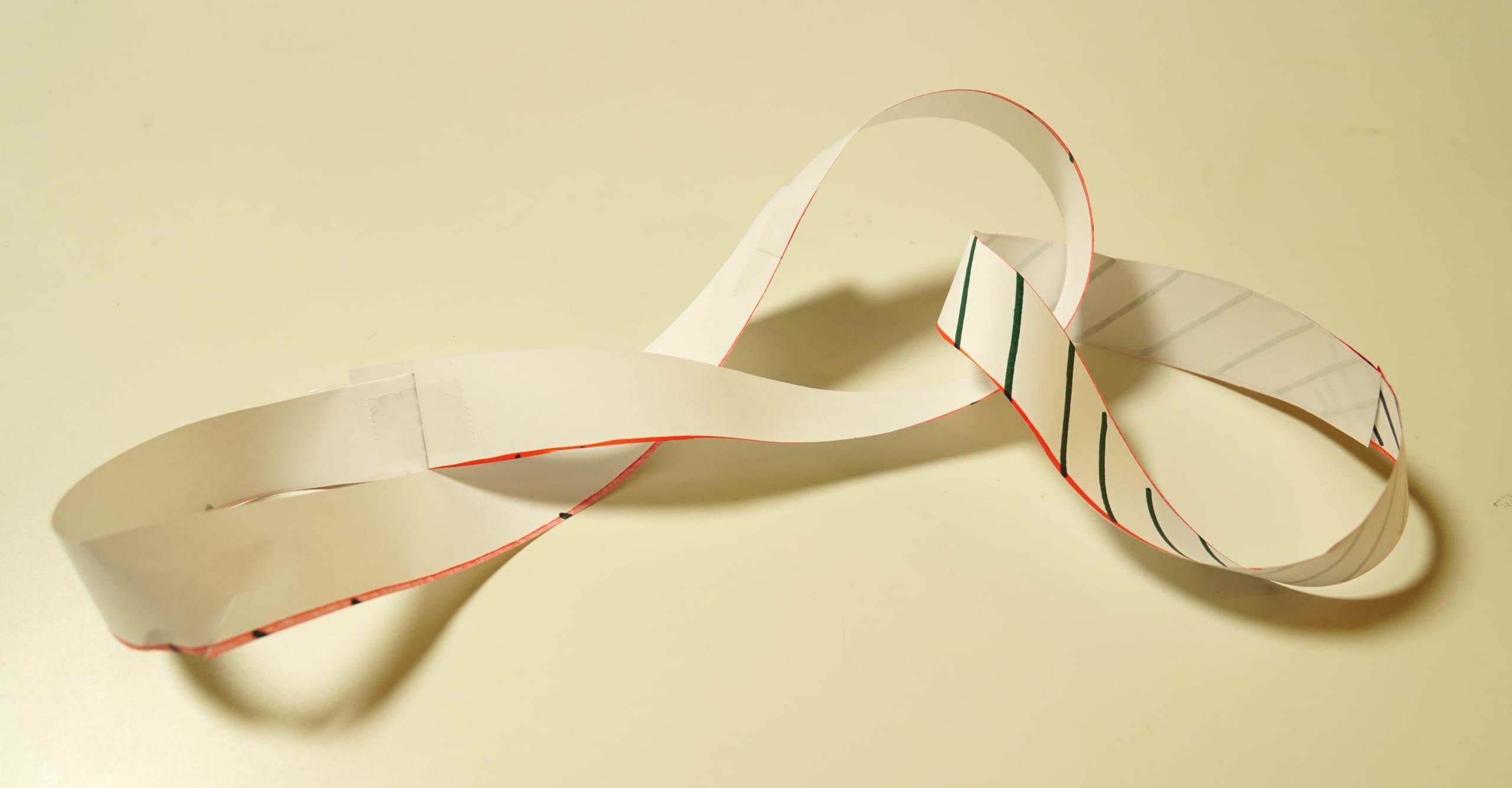 予想外。メビウスの輪に2本線を入れて切ったらどうなるの?実際にやってみた!の画像 12/12