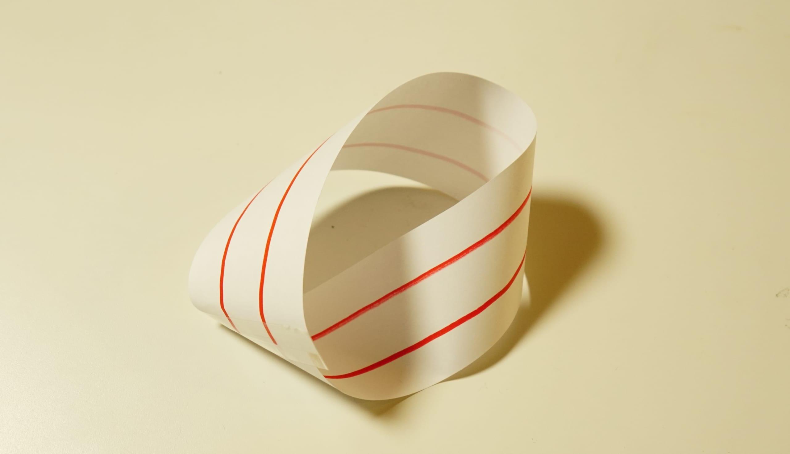 予想外。メビウスの輪に2本線を入れて切ったらどうなるの?実際にやってみた!の画像 7/12