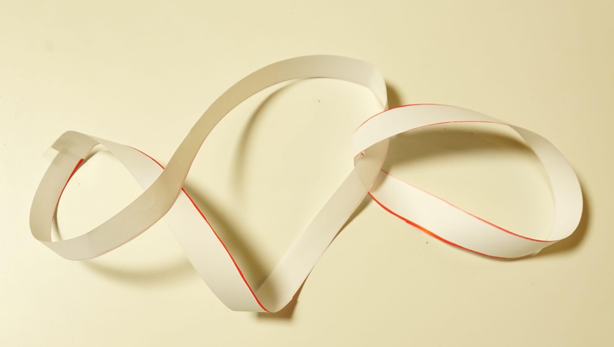 予想外。メビウスの輪に2本線を入れて切ったらどうなるの?実際にやってみた!の画像 9/12