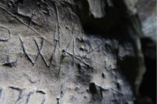 悪魔に対抗する「保護呪文」の痕跡を洞窟内から大量に発見(イギリス)