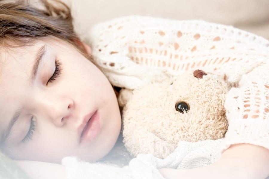 たっぷり昼寝する子どもほど幸福度・学力が高いことが判明