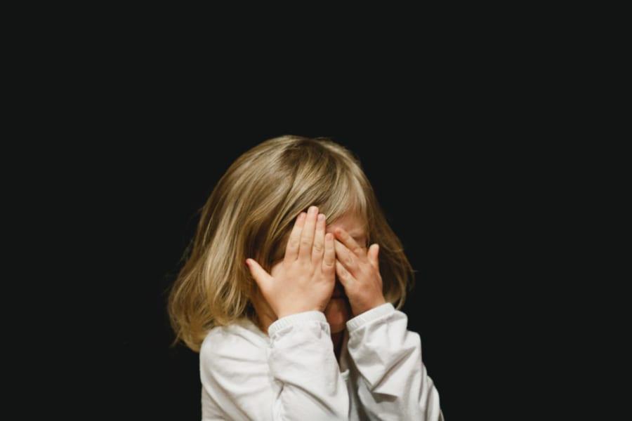 口うるさく「批判的」な親をもつ子どもは、人の表情に関心を持たなくなることが判明