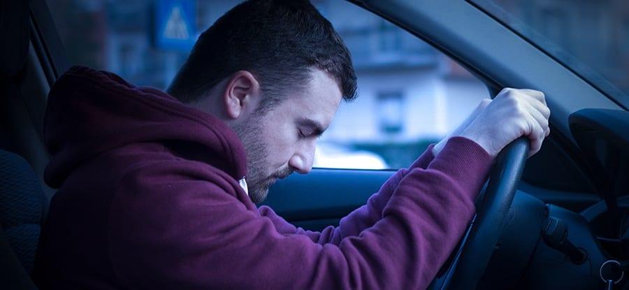 なぜ車に乗ると眠くなるのか? たった15分で眠気を誘う原因とは
