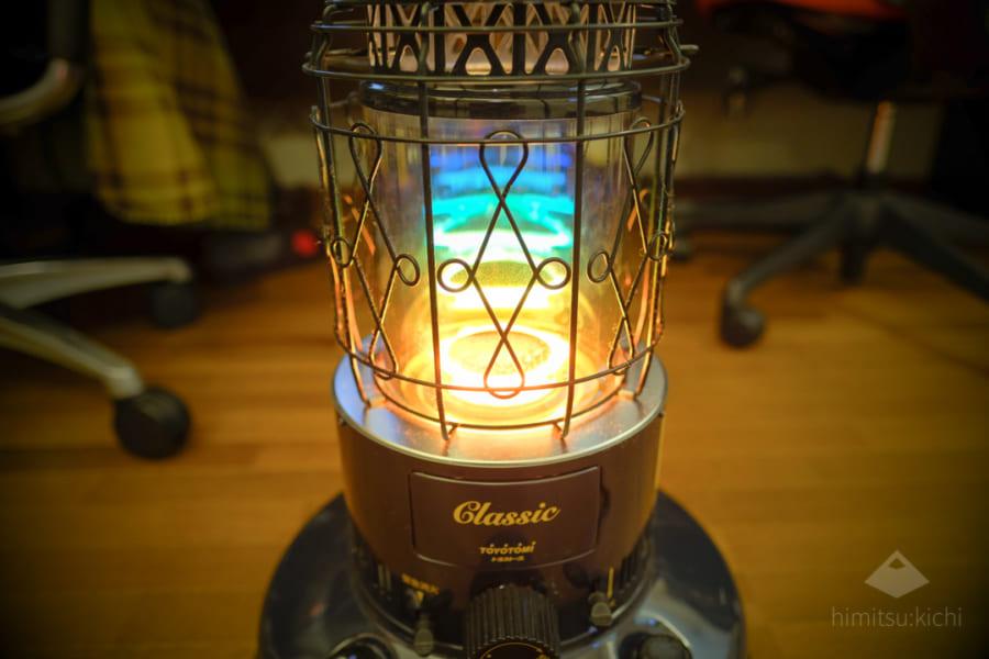 吸い込まれそう…幻想的なレインボーの光を放つ石油ストーブを買ってみた