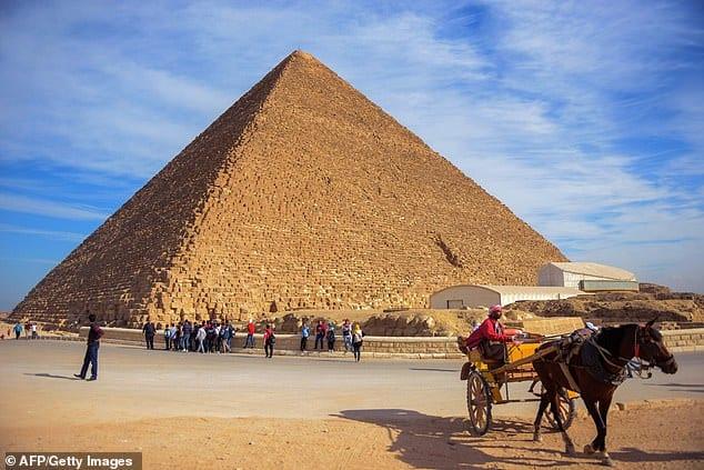 ピラミッド建造の謎が解明?採石場で「傾斜システム」の遺構が発見される