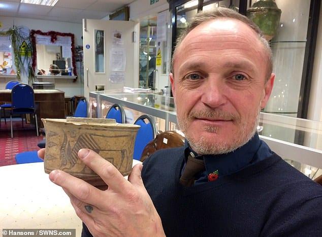 ある男性が5年使用した歯ブラシ立て、実は4000年前のインダス文明の遺物だった