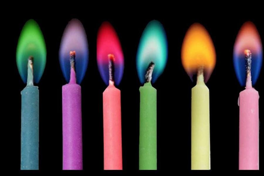 青色や紫色の炎がつくれるカラーキャンドルがおもしろい!ひみつは「炎色反応」