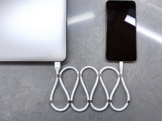 長いケーブルも「磁石」でピタッと収納!新感覚USBケーブル「Super Calla」登場
