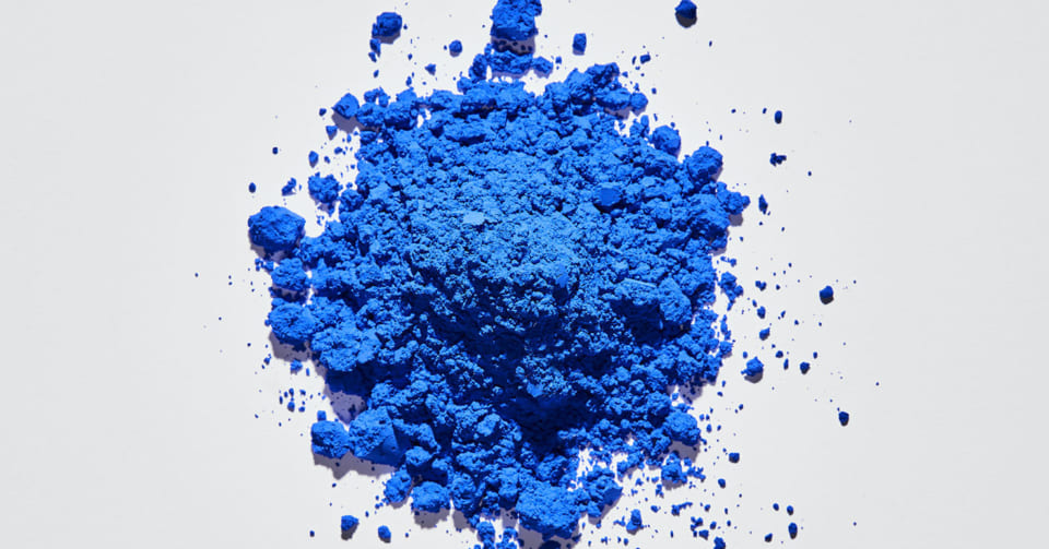 「最も純粋な青」新しく発見された青色「インミンブルー」は通販で購入できる