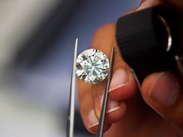 「電子レンジに10週間」でダイヤモンドができる? 業界騒然の技術