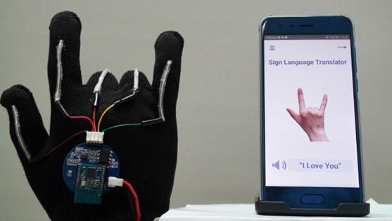 【便利】手話をリアルタイムで音声に変換するスマート手袋が開発される!