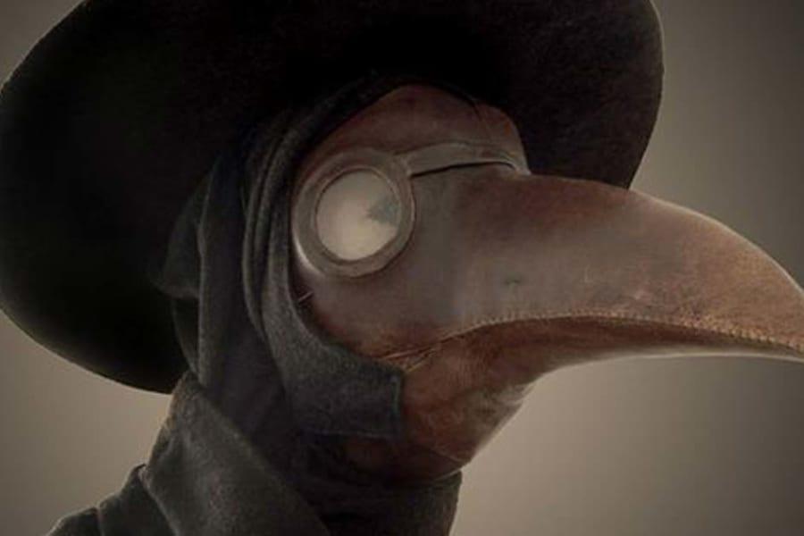 ペストのマスクが不気味な「カラス型」になったのはなぜなのか? 発明した人物は?