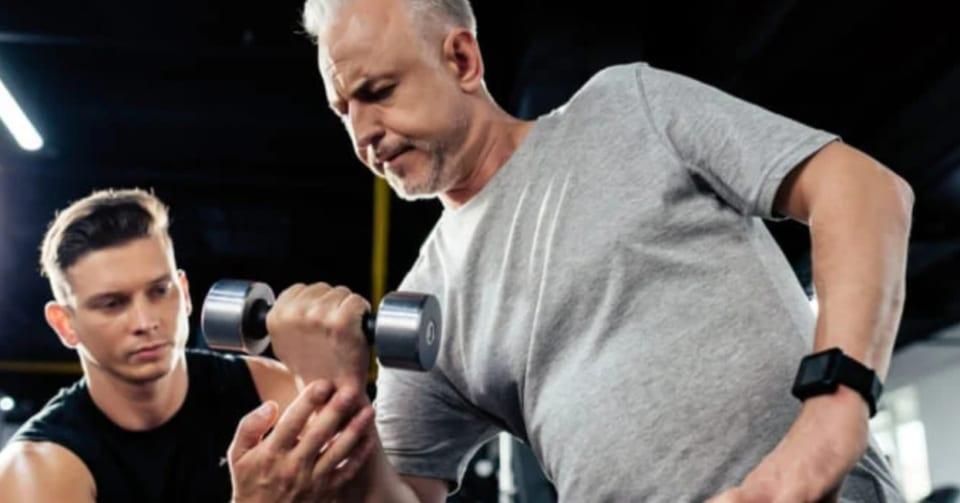 「片腕だけの筋トレ」で逆の腕の筋力もアップする方法が判明!その筋トレ法とは?
