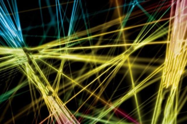 世界最高速カメラで「光のカオス現象」の撮影を可能にした研究