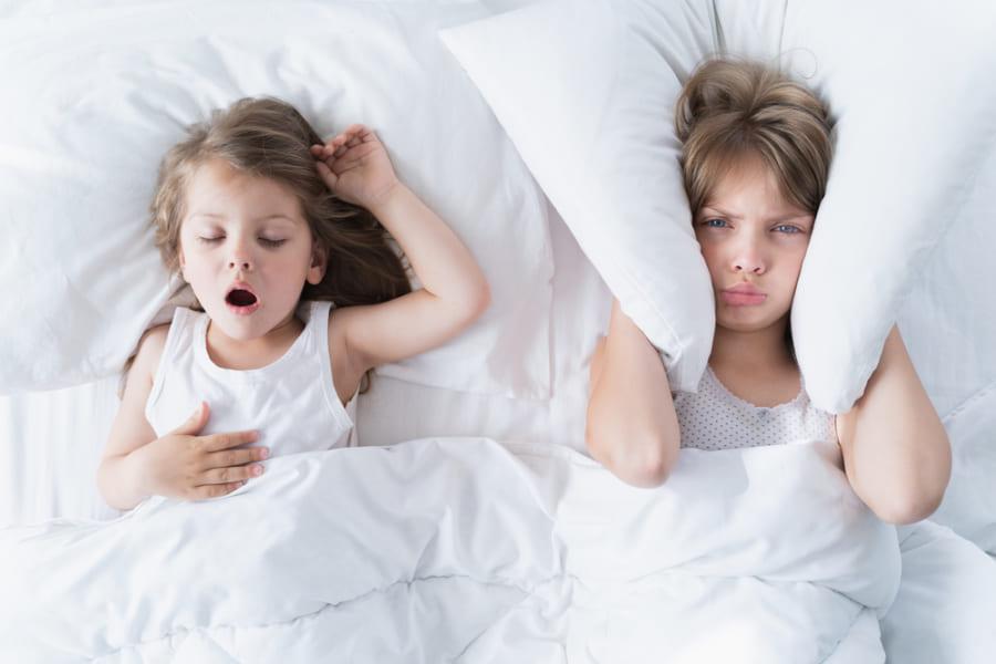 子どものいびきは「脳の縮小」が原因だった。不注意や学習障害のリスクを高める可能性も