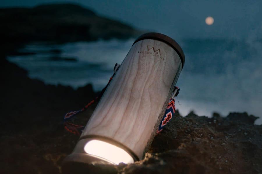 おしっこや海水でどこでも発電できるランタンが登場、スマホの充電もできちゃう