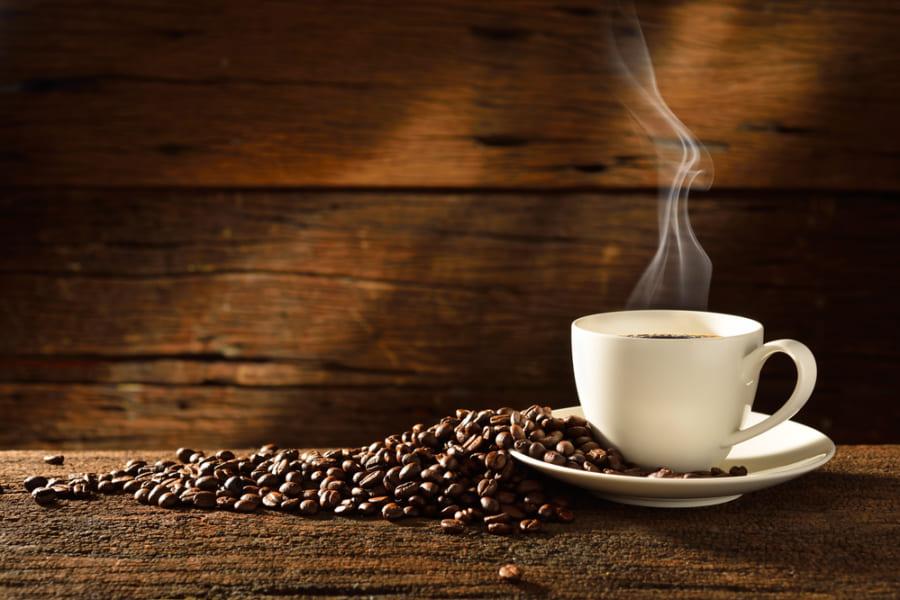 人は血圧の高さによって「無意識にコーヒーを避ける」という研究