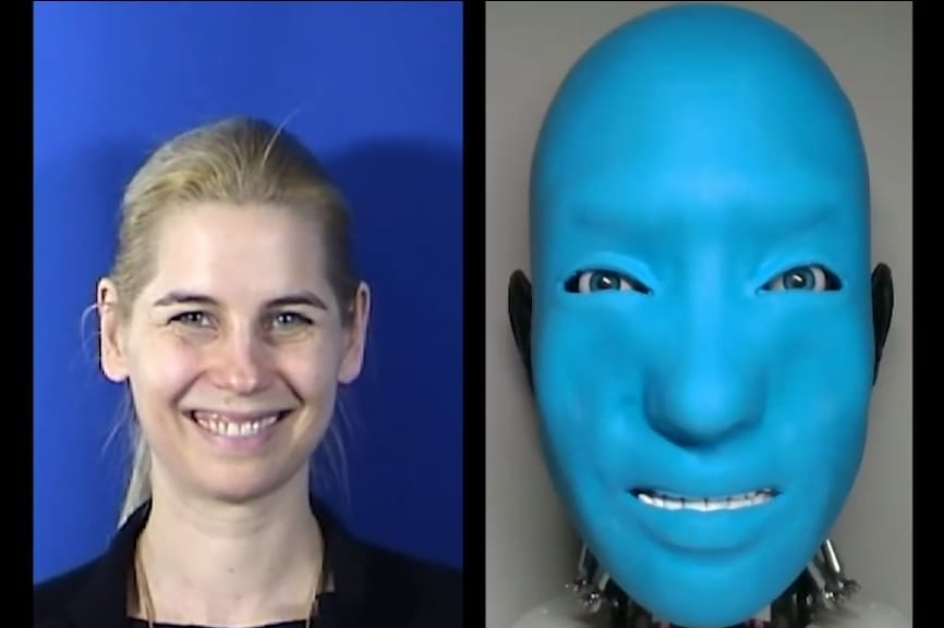 人間が笑いかけると笑い返してくれるロボットを開発