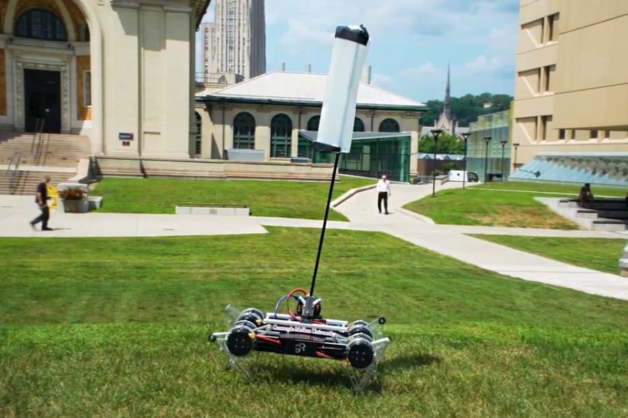 俊敏なロボットには「ふわふわな尻尾」が必要だった、チーターをまねした研究