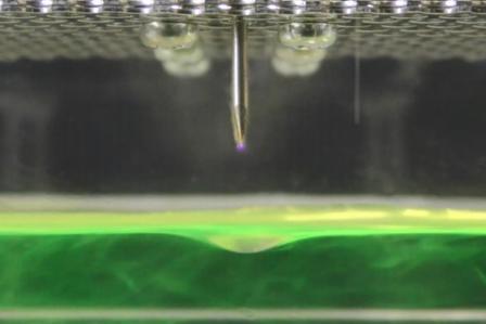 世界初!飛沫で浮遊するウイルスを水に回収、殺菌に成功