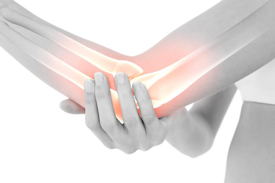 肘をぶつけるとビリッと痺れる「ファニーボーン」はなぜ起こる?
