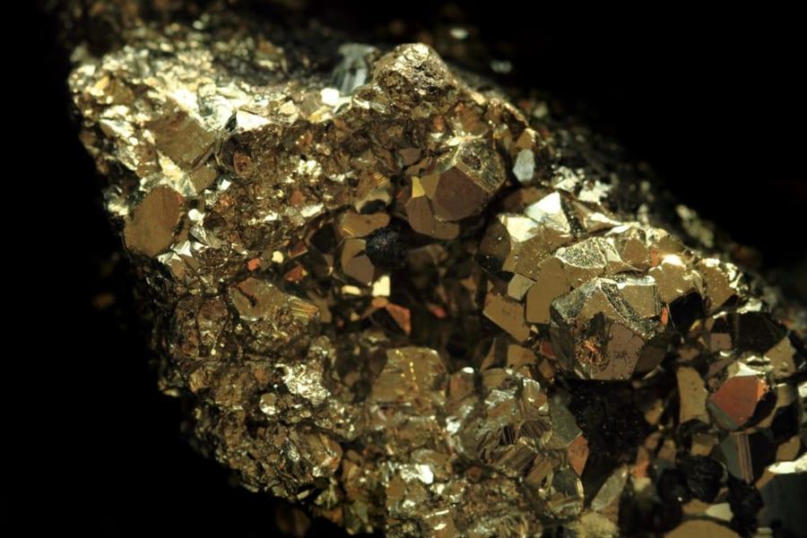 「愚者の金」と呼ばれた黄鉄鉱、実は金が含まれていると判明