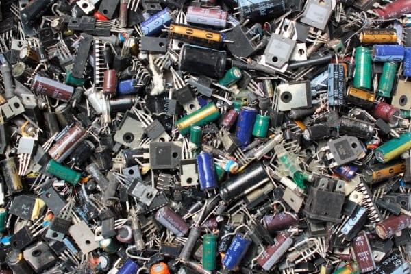 実験失敗から「日光で消えるプラスチック」が開発される! たった1週間で分解可能