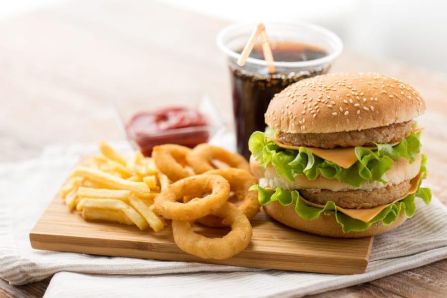 吸収が良い加工食品は「飢えを錯覚させ肥満を招く」と明らかに