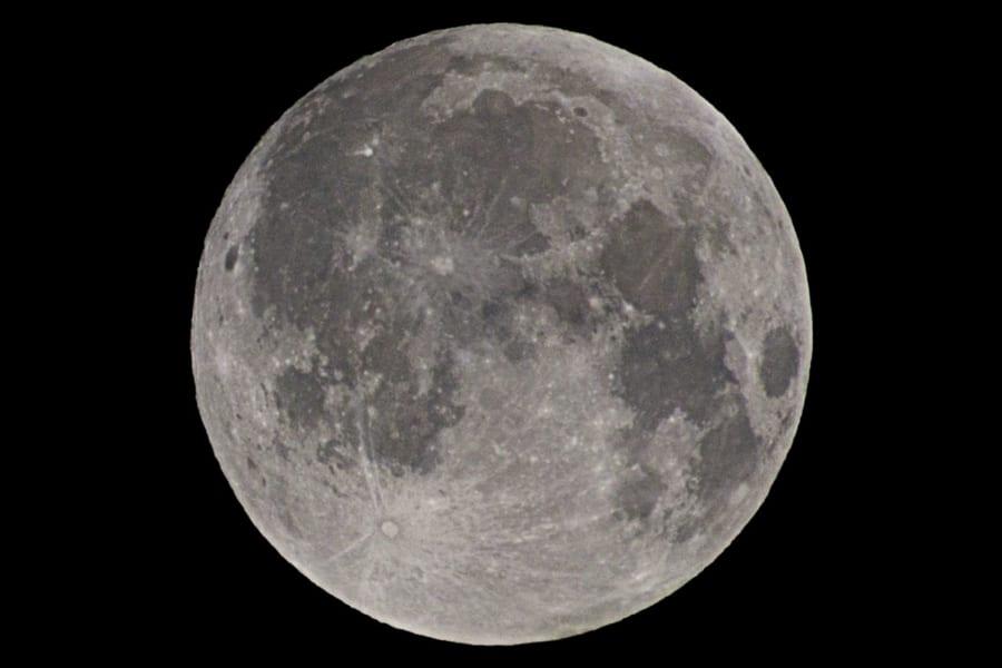 大規模研究により「月明かりが増す時期」に人間は短眠になりやすいと判明!