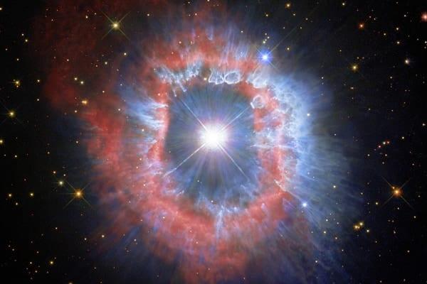 虚空に浮かぶ瞳のような「天の川銀河でもっとも明るい星」