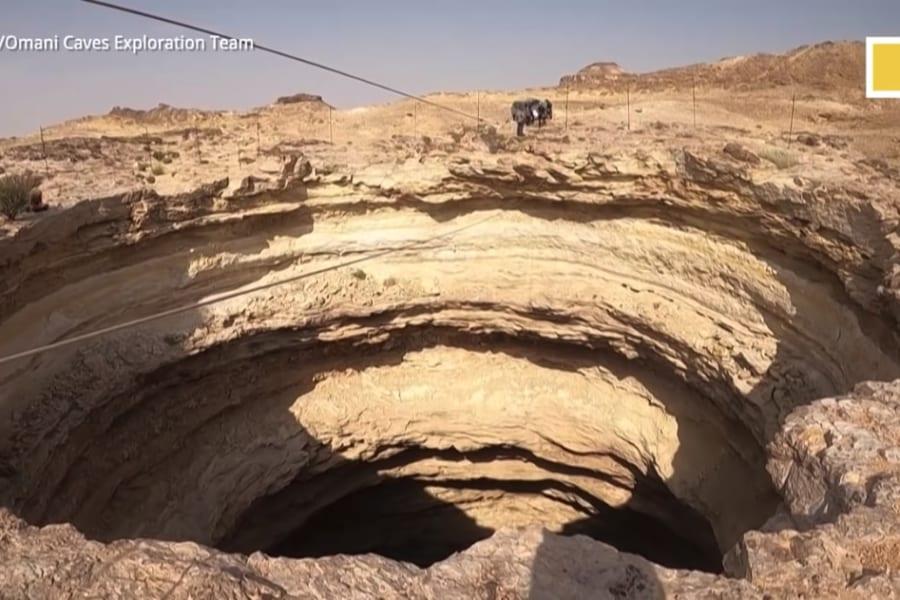 世界初「地獄の入り口」と恐れられる陥没穴の底に到達