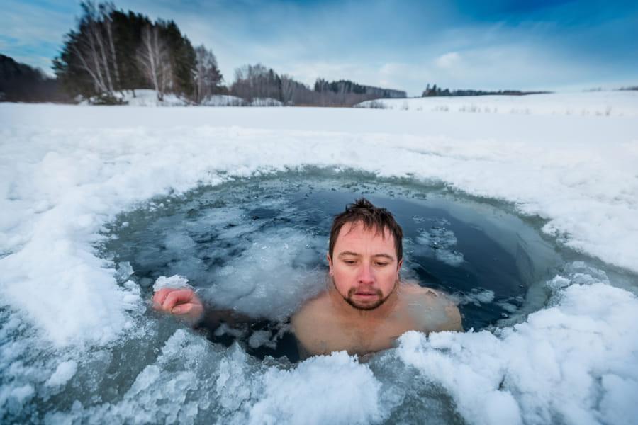 氷風呂はスポーツ後のパフォーマンスを改善するのか?