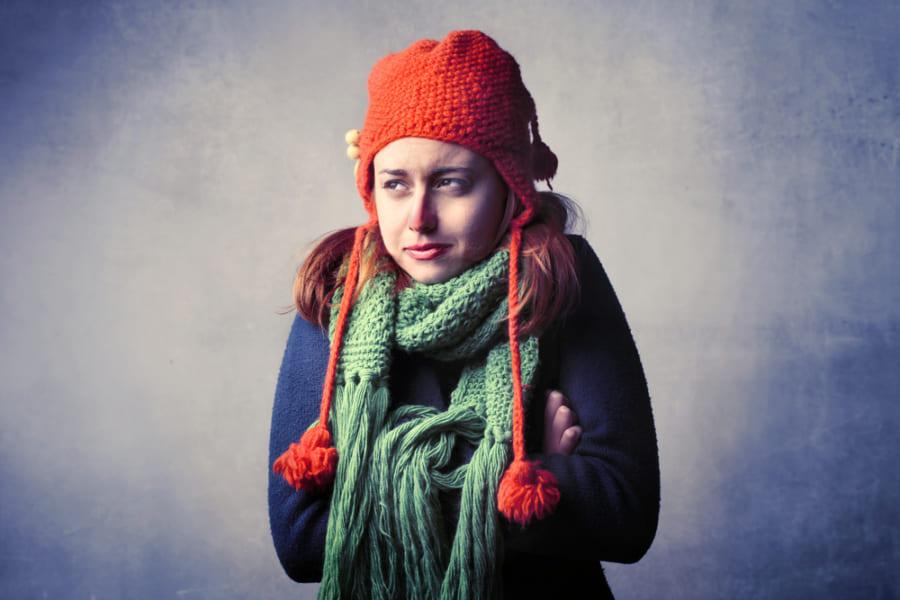 女性が寒さに敏感な理由とは? 進化の過程から見た「温度感覚の性差」