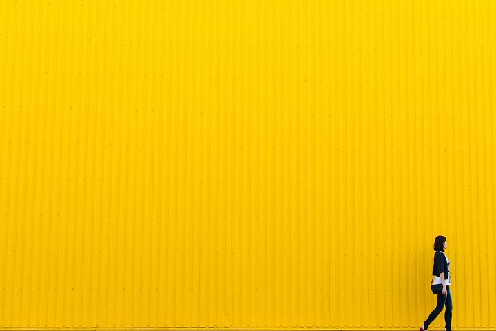 日照時間が少ない国ほど「黄色」が人を幸せにする